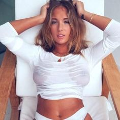 girls wear white on sunday 21 Feels like a white t shirt kind of day (40 Photos)