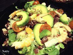 Ensalada de langostinos con jamón y aguacate