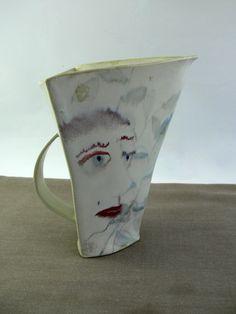 Jarra triangular cerámica de CeramicaMartaDanes en Etsy