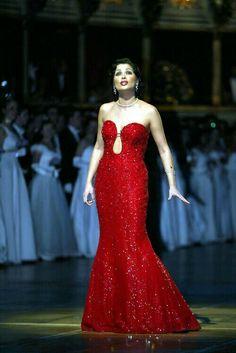 Anna Netrebko at Opernball Ballet, Anna Netrebko, Divas, Concert Dresses, Opera Singers, Recital, Classical Music, Musical, Lady In Red