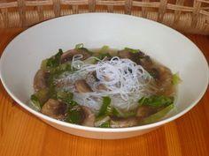 Polévka ze žampionů, pak choi a miso pasty recept Pak Choi, Ramen, Spaghetti, Ethnic Recipes, Food, Essen, Meals, Yemek, Noodle