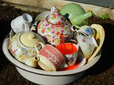 China Teapot and Teacup Fountain