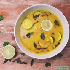 Deze gezonde kippensoep met kurkuma staat al een tijdje op de website. Met het griepseizoen in volle gang is deze knalgele soep natuurlijk perfect. Enjoy!