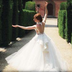 Like she's dancing in a dream... #ReginaSchrecker #Dancing #Dream #Bride #Tuscany #Bridal #Toscana #Sposa #Sogno #Matrimonio #Forever #Lady #Happiness