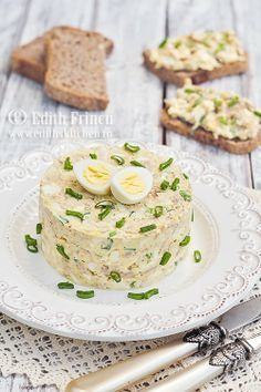 Egg šalát s tuniakom Finger Food Appetizers, Appetizers For Party, Appetizer Recipes, Timbale Recipe, Tapas, Romanian Food, Romanian Recipes, Good Food, Yummy Food