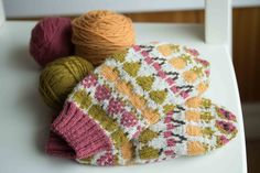 Fruit Mitts: A Free Knitting Pattern