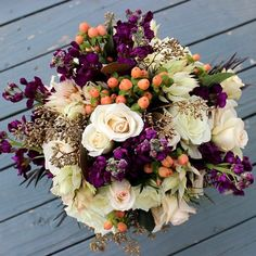 We hope that this #bridalbouquet cures your #mondayblues! Here's to a great week. #thefloralcottageflorist #bridalflowers #fallbride #fallwedding #autumnwedding #novemberbride #fallcolors #fallweddings #autumnbride #novemberwedding #shadesoffall