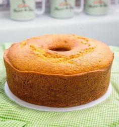 A nutricionista Fernanda Weber da Cheiro de Bolo ensina o preparo de bolo de cenoura de liquidificador em três passos muito fáceis. Confira. Cake Recipes, Dessert Recipes, Desserts, Miss Cake, Bagel, Coco, Doughnut, Food And Drink, Thanksgiving