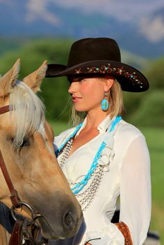 Like inked girls, hipsters and pin up ladies, cowgirls are sexy & hot in their own way. Today, we've rounded up the hottest cowgirls in the land. Sexy Cowgirl, Cowgirl And Horse, Cowgirl Chic, Cowgirl Hats, Western Hats, Horse Girl, Cowgirl Style, Western Wear, Western Chic