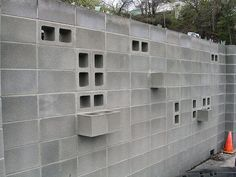 visibility through concrete block wall Concrete Masonry Unit, Concrete Block Walls, Concrete Houses, Precast Concrete, Boundary Walls, Home Landscaping, Backyard, Patio, Mid Century House