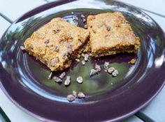 Chocolate chip power cookies from Julia's Kitchen! They are made with sprouted buckwheat, quinoa flour, tahini, amaranth, hemp seeds, coconut sugar, coconut oil, chocolate chips, vanilla and sea salt! • • • • • • • • • • • • • • • • • • • • • • • • • • • • • • • •  Galletas con chips de chocolate llenas de energía! Están hechas con trigo sarraceno germinado, harina de quinoa, pasta de sésamo, amaranto, semillas de cáñamo, azúcar de coco, aceite de coco, chips de chocolate, vainilla y sal…