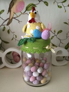 Pasen pot Crochet Jar Covers, Easter Toys, Easter Crochet, Planer, Snow Globes, Crochet Patterns, Bunny, Christmas Ornaments, Holiday Decor