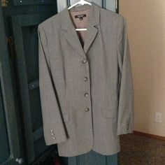 Karen Kane suit jacket Gray colored suit jacket for those who dress to impress at the office or for an interview. Hardly worn looks new and wears well. Karen Kane Jackets & Coats