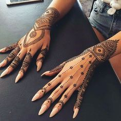 Delicate Henna Design for the brides who are bored with the usual henna #weddingbizarre #wedding #marriage #day #henna #hennatattoo #tattoo #mehendi #mehendiart #art #beauty #black #skin #nails #mehendidesign #design #designer #trendy #luxury #inspire #followforfollow #tagsforlikes #like #tag #facebook #snapchat #pinterest #makeup #model #photo
