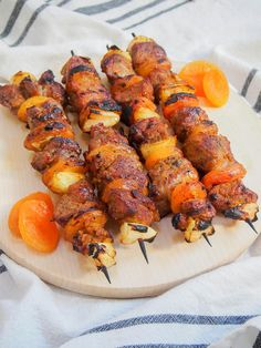Sosaties are a South African braai (BBQ) classic - the apricot jam-curry marinade on these skewers might sound unusual, but it's so easy and delicious! Curry Chicken Marinade, Chicken Marinades, Bbq Chicken, Tandoori Chicken, South African Braai, Salted Caramel Fudge, Salted Caramels, South African Recipes, Ethnic Recipes