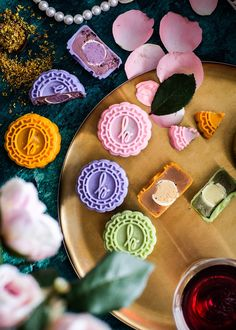 Four amazing flavours — Yuzu Pear Blossom, Lychee Rose, Mango Osmanthus, Lady Hannah Blackcurrent,. Chinese Moon Cake, Mooncake Recipe, Cake Festival, Pear Blossom, Kinds Of Desserts, Mid Autumn Festival, Favorite Pastime, Yummy Snacks, Sweet Recipes