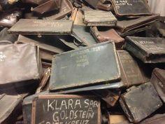 De Joodse slachtoffers hadden vaak een koffer bij zich met wat spulletjes op reis naar het onbekende. Holland, Chocolate, Warsaw, Poland, Dutch Netherlands, Schokolade, Netherlands, The Netherlands, Chocolates