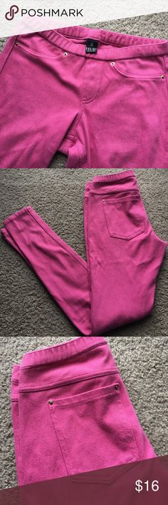 HUE Pink Leggings (denim texture) - Fits a size 0 perfectly, beautiful pink color, denim like legging materials, stretchy and comfortable to wear. - REAL back pockets. Only worn once. 🌸 MAKE AN OFFER 🌸 HUE Pants Leggings