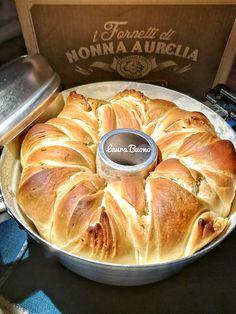 Food C, Good Food, Focaccia Pizza, Pita Pizzas, Braided Bread, Sourdough Recipes, Antipasto, Delish, Bakery