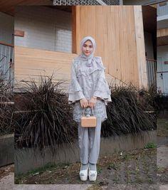 from ❤❤ Outfit scale Menurut kamu kasih nilai berapa? Kebaya Modern Hijab, Model Kebaya Modern, Kebaya Hijab, Kebaya Dress, Dress Brokat Muslim, Kebaya Muslim, Street Hijab Fashion, Muslim Fashion, Party Fashion