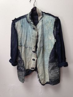 Contemporary Boro pieces by Gabriel Russo: Indigo dyed ghost collection Boro, Cardigan Blazer, Ropa Shabby Chic, Deconstruction Fashion, Jacket Images, Altered Couture, Look Cool, Wearable Art, Indigo