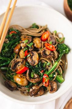 Roasted Teriyaki Mushrooms and Broccolini Soba Noodles | healthy recipe ideas /xhealthyrecipex/ |