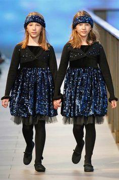 Carla y Clara de Sugar Kids para pasarela 080 Barcelona fashion