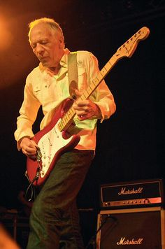 robin trower of procol harum playing a gibson les paul guitars robin trower music. Black Bedroom Furniture Sets. Home Design Ideas