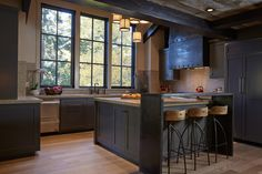 Love this entire house/cabin...wish I had the floor plan.Tahoe Modern-Artistic Designs for Living-10-1 Kindesign