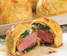 Make-Ahead Mini Beef Wellingtons Individual Beef Wellingtons with Mushroom, Caramelized Onions, Red Pepper, Spinach & Blue Cheese Filling Individual Beef Wellington, Mini Beef Wellington, Wellington Food, Meat Recipes, Cooking Recipes, Recipies, Beef Filet, Stuffed Mushrooms, Stuffed Peppers