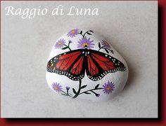 Raggio+di+Luna+Painted+Rocks:+Monarch+butterfly+-+Farfalla+monarca