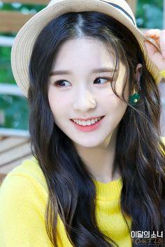 South Korean Girls, Korean Girl Groups, Cute Girls, Cool Girl, Olivia Hye, Press Photo, Trending Memes, Kpop Girls, Amazing Women