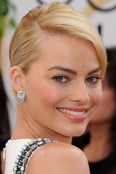 Margot Robbie Golden Globes Awards 2014 Who had the best hair and makeup at the 2014 Golden Globe Awards? Here are the celebrity close ups!