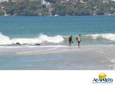 #informaciondeacapulco La temperatura del agua en Acapulco. INFORMACIÓN DE ACAPULCO. La temperatura del mar en Acapulco es deliciosa y una de las muchas razones que la hacen tan agradable para que los turistas disfruten de las playas. En septiembre por ejemplo,la temperatura promedio se mantiene en los 30° centígrados. Te invitamos a saber más sobre Acapulco durante tu siguiente visita. www.fidetur.guerrero.gob.mx