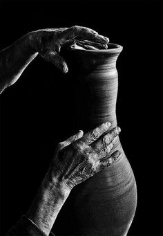 Hand Photography, Scenery Photography, Surrealism Photography, Photography Challenge, Black N White Images, Light And Shadow, Belle Photo, White Picture, Black And White Photography