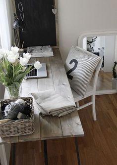 Brilliant DIY Desk Design for Home Office: Rustic Reclaimed Wood DIY Computer Desk Ideas Wicker Basket. home decor. Diy Computer Desk, Diy Desk, Computer Workstation, Craft Desk, Home Office Design, Office Decor, Desk Office, Office Ideas, Office Furniture