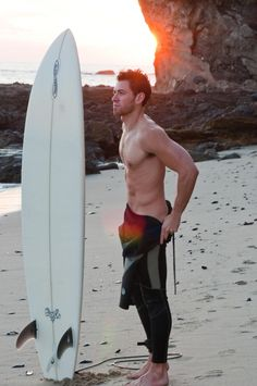 a surf board and a hot man Surfer Boys, Surfer Dude, Non Plus Ultra, Muscle, Poses, Cute Boys, Pretty Boys, Beautiful Men, Hello Gorgeous