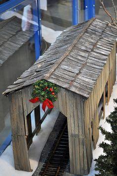 model covered bridge                                                                                                                                                                                 More Christmas Train Set, Christmas Villages, Christmas Village Display, Christmas Village Accessories, Ho Model Trains, Ho Trains, Miniature, Train Tunnel, Covered Bridges