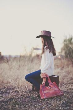 ... Grandes pequeñas ...  Nuestras jovencitas irán más a la moda que nunca con estos bolsos #jarapas. Para el día a día, para el instituto, para la universidad... Un #bolso lleno de encanto para un look fresco.  http://grettandhipp.com/tienda/bolsos/bolso-jarapa/ Por sólo 25€   Feliz viernes  Equipo Grett & Hipp