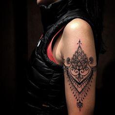 """""""Bracelete /obrigado @marcela_guerraaa #tattooyoubrasil #mehandi #ornamental #tattoo #world #sp"""""""
