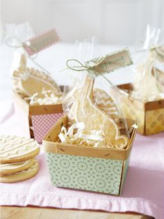 Give guests a sweet send-off with cookies in craft-store berry baskets. Tape patterned scrapbook paper to Easter baskets, and use the same paper for hangtags attached with twine. Easter Cookies, Easter Treats, Easter Gift, Easter Bunny, Easter Cake, Happy Easter, Wedding Favours Easter, Homemade Easter Baskets, Basket Crafts