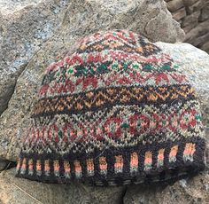 Ravelry: Hairst Skull Kep pattern by Wilma Malcolmson Fair Isle Knitting Patterns, Fair Isle Pattern, Knitting Designs, Knitting Tutorials, Knitting Socks, Hand Knitting, Knitted Hats, Crochet Wool, Crochet Granny