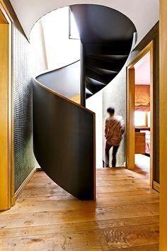 Wendeltreppe führt in das Dachgeschoss