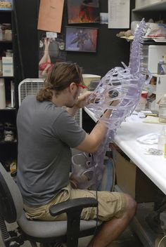 David Monzingo sculpts an alien skeleton for INDIANA JONES AND THE KINGDOM OF THE CRYSTAL SKULL at Stan Winston Studio.