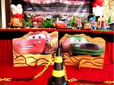 A Decoração de festa infantil tema Carros é muito procurada pelas crianças, encontre dicas e fotos para inspirar você na hora de decorar o aniversário.