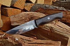 Knife with fosil oak