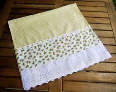 Ateliê da Russa Pano de prato decorado com barra de tecido com estampa de…