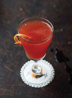 New York Cocktail: This drink is one of our favorites to make with Rittenhouse rye whiskey. Bourbon Cocktails, Whisky Cocktail, Beste Cocktails, Purple Cocktails, Whiskey Drinks, Classic Cocktails, Fun Cocktails, Cocktail Drinks, Cocktail Recipes