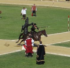 Torneo della Quintana (Joust of the Quintana): the Joust of the Quintana takes place on the first Sunday of August in Ascoli Piceno. It is an amazing reenactment of 15th century's joustling contexts, characterized by beautiful costumes.