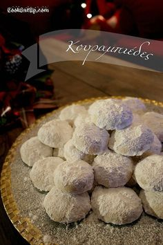 Κουραμπιέδες Greek Desserts, Greek Recipes, Wine Recipes, Christmas Baking, Christmas Time, Christmas Recipes, Holiday Cookies, Caramel, Food And Drink